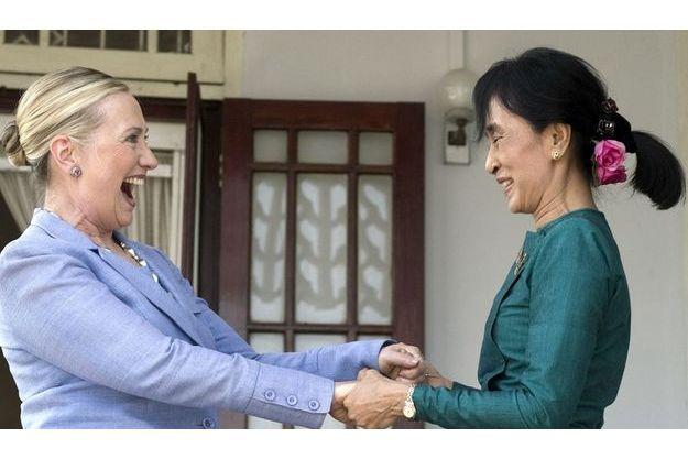 Hillary Clinton et Aung San Suu Kyi, le 2 décembre à Rangoon.