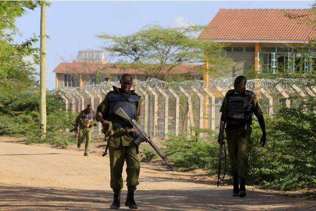 Les autorités entourent le campus de Garissa au Kenya.
