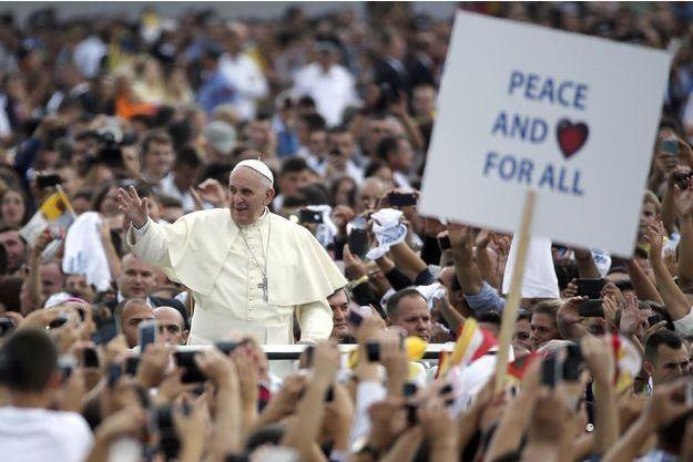Dimanche 21septembre,  lors du bref voyage apostolique du pape François à Tirana, capitale de l'Albanie.