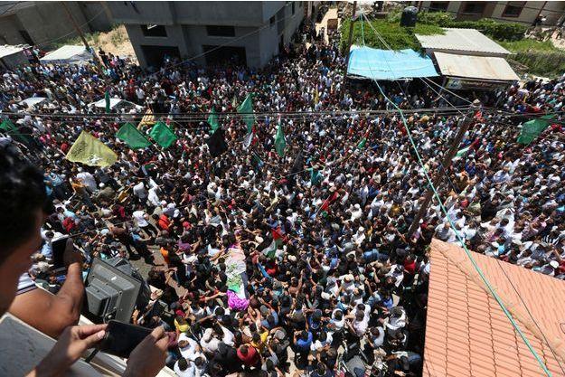 Des milliers de personnes aux funérailles de la secouriste.