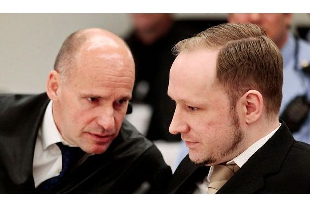 Geir Lippestad, à gauche, aux côtés d'Anders Breivik.