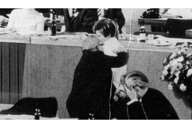 Berlin, le 7 novembre 1968, Beate Klarsfeld vient de gifler le chancelier Kiesinger.Elle sera immédiatement jugée.
