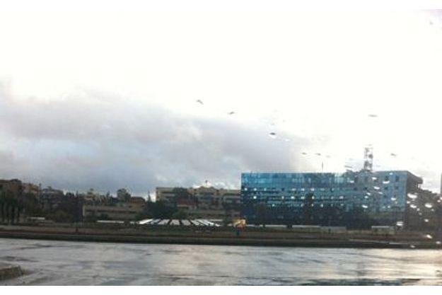 Prise aujourd'hui cette photo représente la place des Ommeyades complètement déserte... Ambiance de fin du monde... Le ciel l'absence de passants et de voiture renforcent cette atmosphère...
