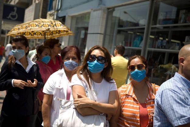 A Mexico, les habitants commencent à reprendre une vie normale... exceptées quelques précautions.