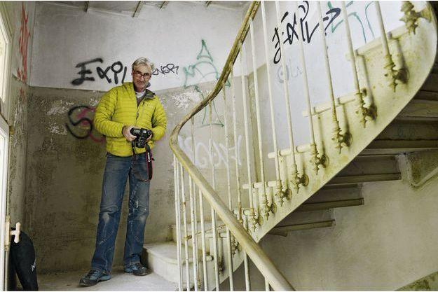 En novembre 2013, avec son Reflex numérique dans une villa abandonnée, près de Menton.
