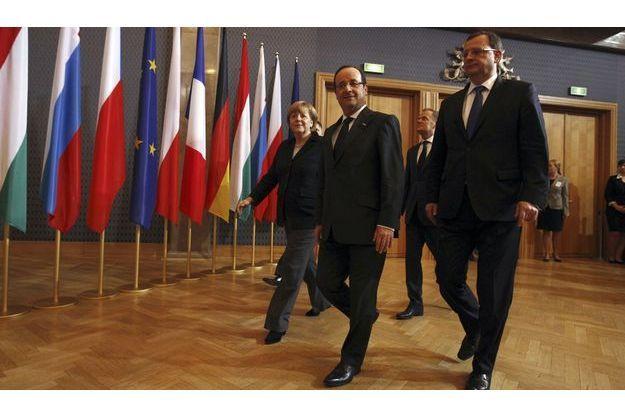Angela Merkel, le premier ministre polonais Donald Tusk, François Hollande et le premier ministre tchèque Petr Necas, mercredi à Varsovie.