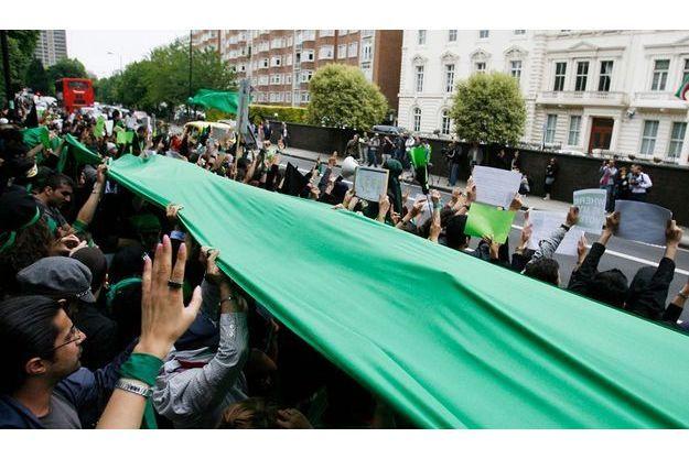 Une des innombrables manifestations contre le régime, de plus en plus sévèremenet réprimées, mais le peuple ne veut plus reculer.