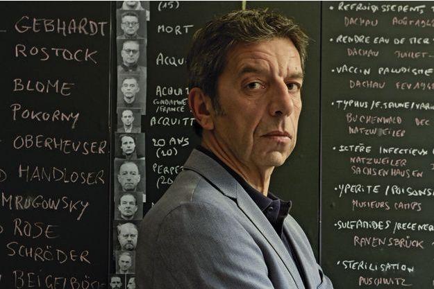"""Michel Cymes, médecin urologue, chroniqueur sur France 5 publie """"Hippocrate aux enfers"""", éd. Stock."""