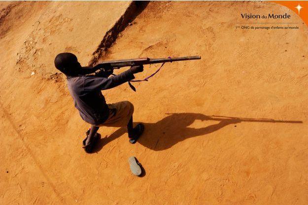 250.000 enfants soldats sont recrutés de par le monde.