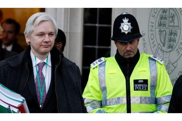 Julian Assange à la sortie de la Cour Suprême.