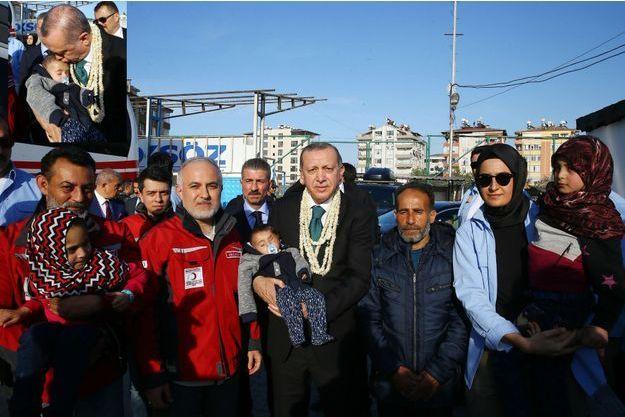 Le petit Karim dans les bras du président turc Recep Tayyip Erdogan, le 1er avril 2018.