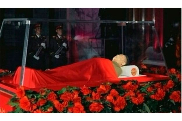 Des images du corps de Kim Jong-il ont été diffusées par la chaîne de télévision nord-coréenne KRT.