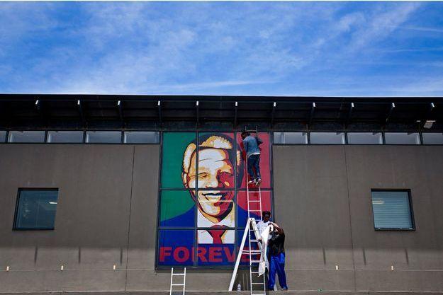 Une affiche est dressée à Cape Town.