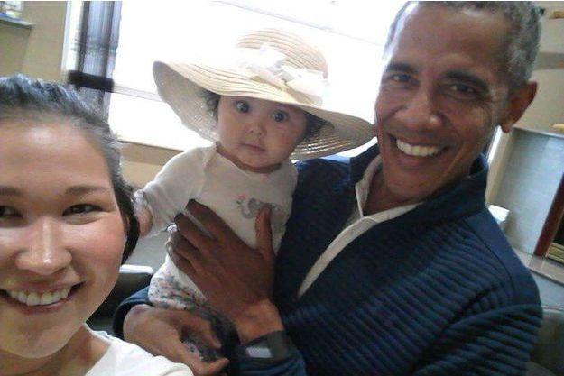 Le selfie de Barack Obama avec Jolene Jackinsky et sa fille Giselle.