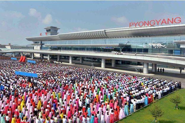La foule des grands jours s'est déplacée pour l'inauguration du nouveau terminal de l'aéroport de Pyongyang.