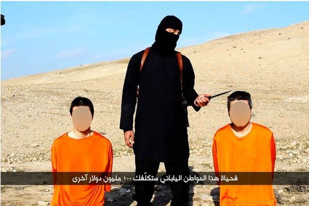 Les deux otages japonais sur la vidéo diffusée par Daech.