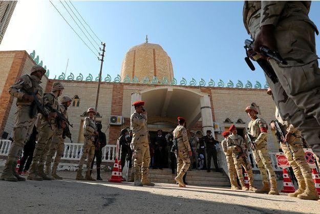 Des officiers égyptiens dans le Sinaï, en décembre 2017.