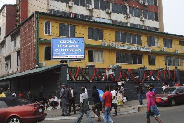 L'OMS a déclaré la fin de l'épidémie d'Ebola en Afrique de l'Ouest.