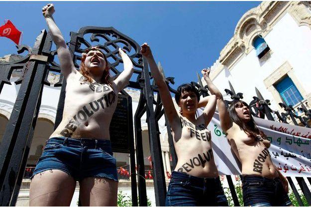 Les trois Femen avant leur arrestation le 29 mai à Tunis.