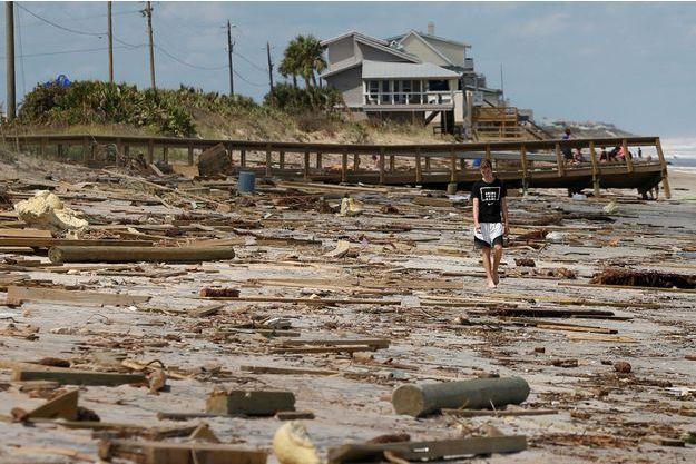 Sur une plage ravagée de Floride.
