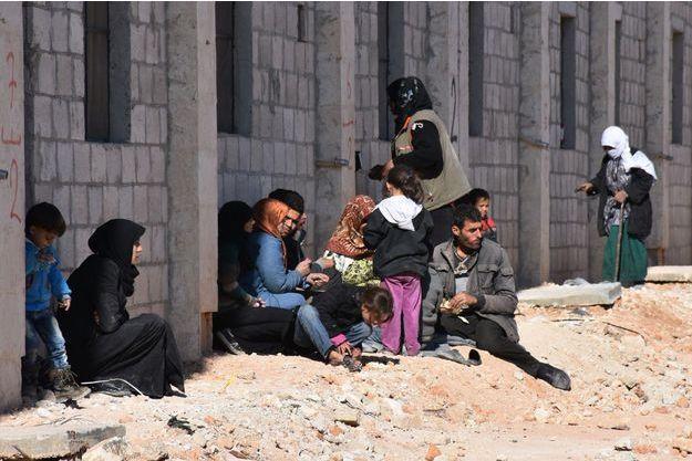 Des familles d'Alep fuient les bombardement.