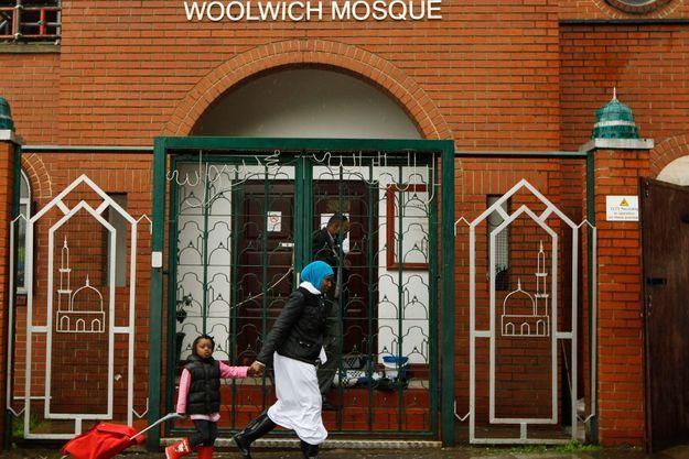 La mosquée de Woolwich, le quartier où est mort le soldat anglais, est particulièrement surveillée.