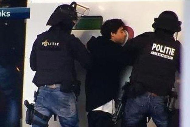 L'arrestation de l'homme a été filmée par la télévision néerlandaise.