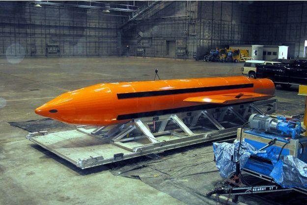 La bombe GBU-43/B, surnommée «la mère de toutes les bombes».