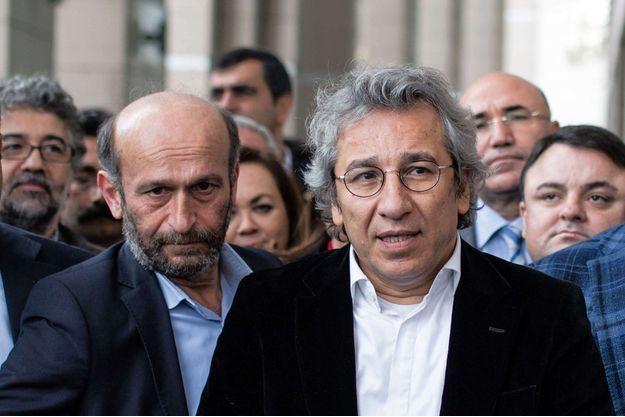 Les deux journalistes turcs Erdem Gül et Can Dündar, photographiés en novembre dernier, encourent la prison à vie.
