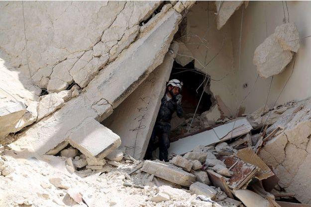 Image d'une frappe contre une école d'Alep en mai 2015.