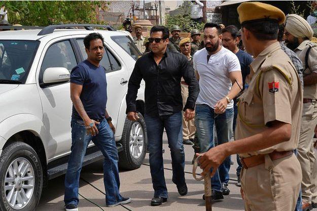 Salman Khan à son arrivée au tribunal de Jodhpur.