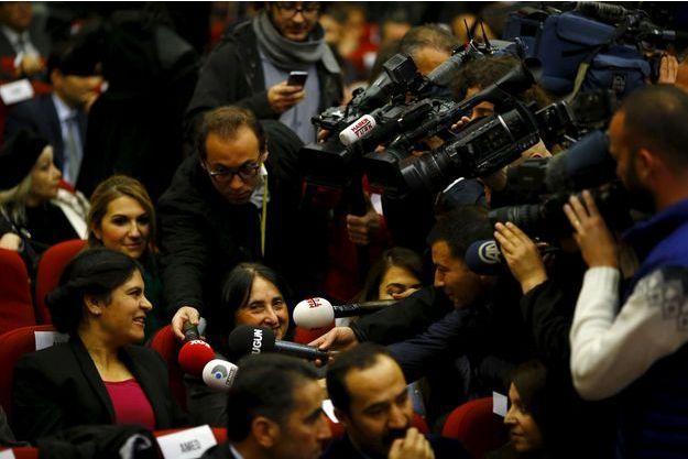 Dilek Öcalan (HDP), nièce du dirigeant rebelle du PKK, Abdullah Öcalan, fait partie des nouvelles députées.