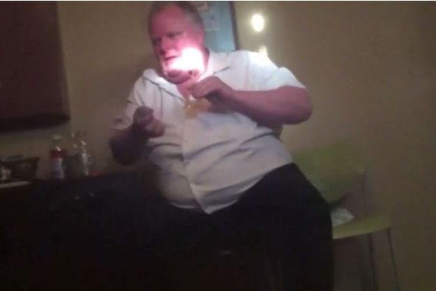 Rob Ford, l'ancien maire de Toronto, fumant du crack dans une vidéo de février 2013.