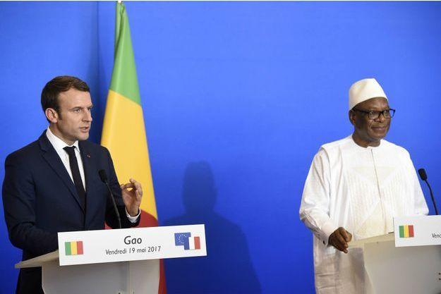 Le président Emmanuel Macron avec son homologue malien Ibrahim Boubacar Keïta à Gao, le 19 mai 2017
