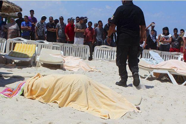 Les corps des victimes sont encore sur la plage des deux hôtels.