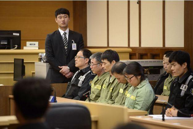 Le capitaine et trois autres membres d'équipage, devant la justice.