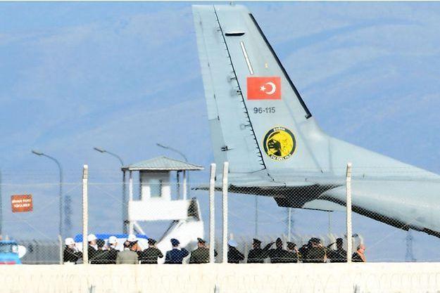 Le corps du pilote russe sera rendu à un représentant du pays.