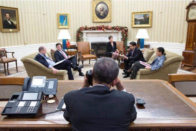 Mardi 16 décembre, à la Maison-Blanche. Un échange téléphonique entre présidents pour boucler la négociation que mènent depuis des mois diplomates cubains et américains. Le pape François a lui-même joué les intermédiaires à plusieurs reprises.