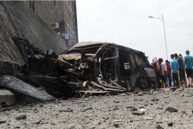 Voici ce qu'il reste du véhicule, après l'attaque revendiquée par Daech.