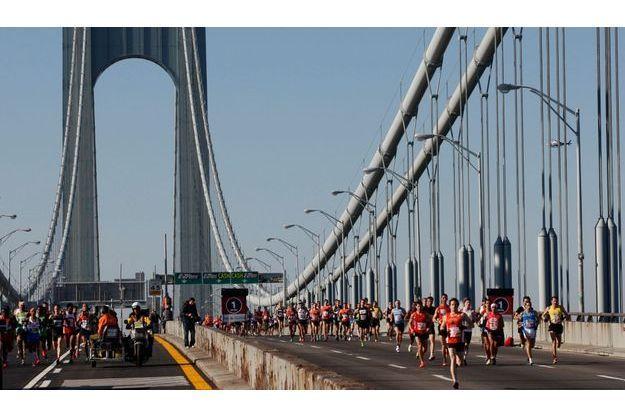 Des coureurs pendant le marathon, à New York, en 2011.