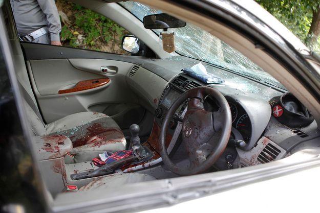 La voiture ensanglantée dans laquelle Zulfikar a été retrouvé mort.