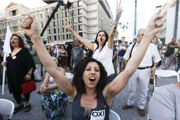 """Le peuple grec a dit """"OXI"""", """"non"""", au plan d'aide européen."""