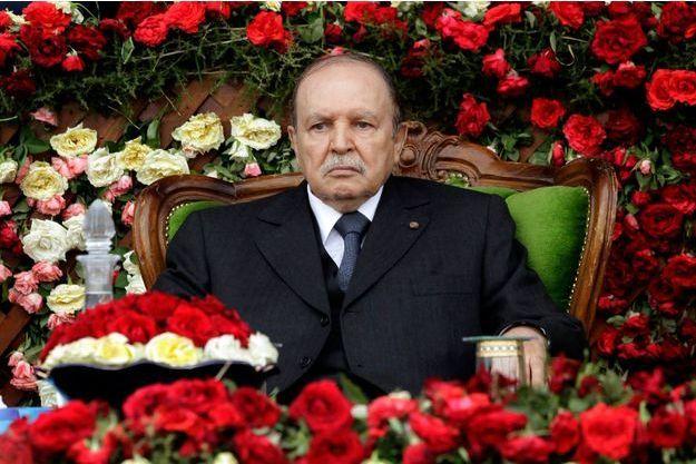 Abdelaziz Bouteflika lors d'une cérémonie militaire en juin 2012 à Alger.