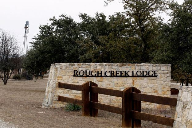 Le Rough Creek Lodge and Resort est le lieu du double-crime.
