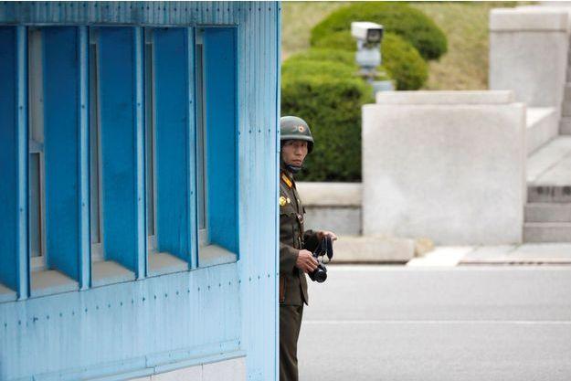 Un soldat nord-coréen dans la DMZ, en avril 2017 (image d'illustration).