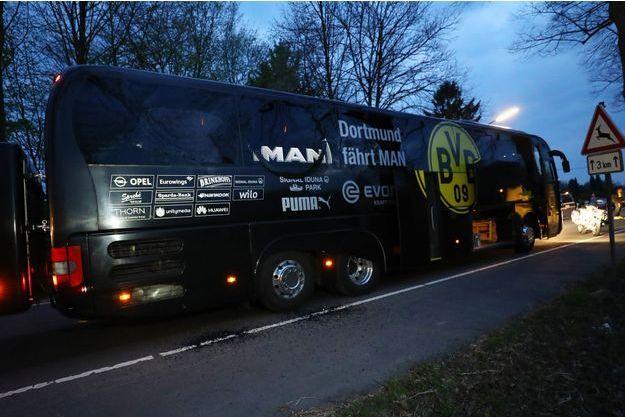 Le bus de Dortmund après l'attaque.