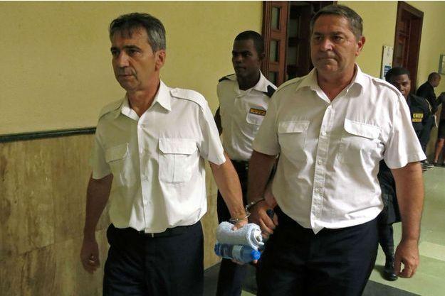 les deux pilotes Pascal F. et Bruno O sont jugés à Saint-Domingue à partir de lundi.