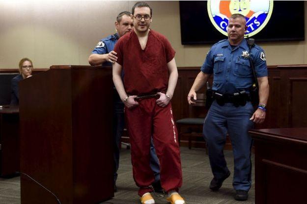James Holmes a été agressé en prison.
