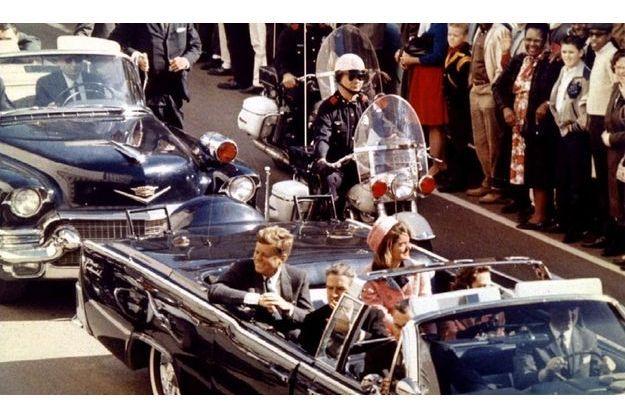 JFK et Jackie à Dallas, peu avant le drame.