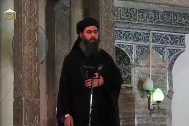 L'homme présenté comme le «calife» Abou Bakr al Bagdadi, lors d'une apparition à Mossoul, le 6 juillet dernier.
